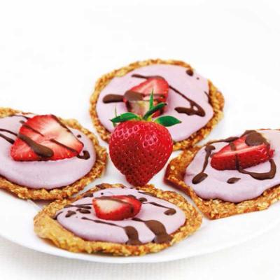 ROHKOST Birnen-Pfannkuchen mit Erdbeer-Cashew-Creme