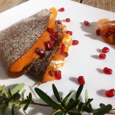 Fruchtige Kaki-Pfannkuchen mit Lucuma- und Mandarinenkonfitüre