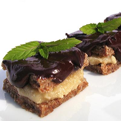 Gefüllte Biscuit-Häppchen mit Schokolade und Minze