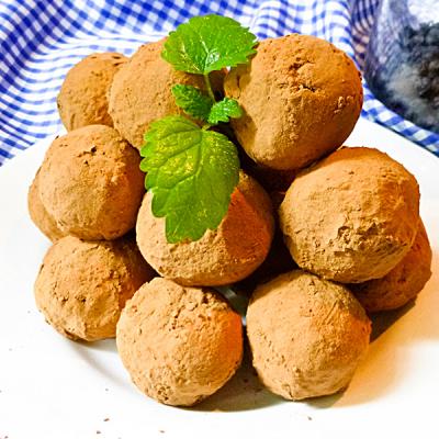 Marzipan-Acerola-Feigenkugeln
