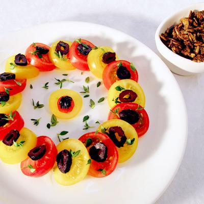 Tomatenplatte mit Sonnenknuspis
