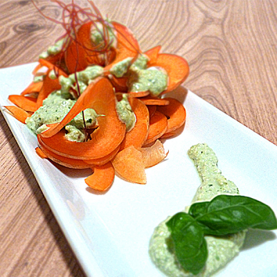 Gemüsebandnudeln mit cremiger Basilikumsoße