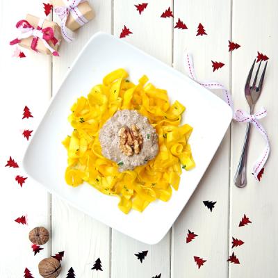 Zucchini-Tagliatelle mit Pilzen & Walnuss-Soße